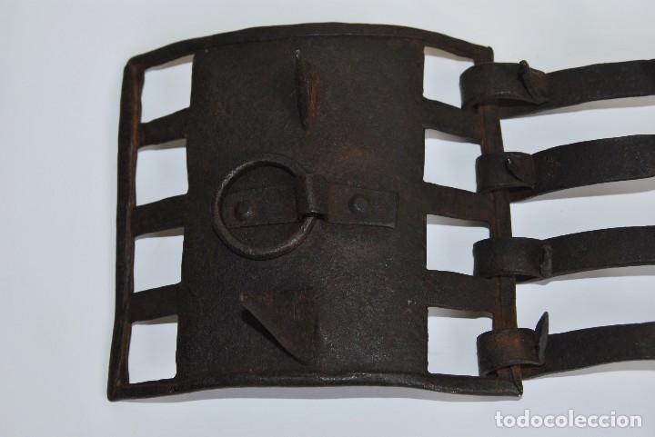 Antigüedades: CARLANCA DE HIERRO FORJADO - COLLAR DE PERRO PROTECCIÓN DE LOS ATAQUES DEL LOBO - CARRANCA - S.XVIII - Foto 4 - 86262596