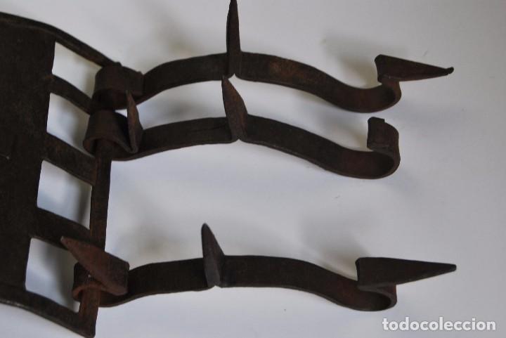 Antigüedades: CARLANCA DE HIERRO FORJADO - COLLAR DE PERRO PROTECCIÓN DE LOS ATAQUES DEL LOBO - CARRANCA - S.XVIII - Foto 9 - 86262596