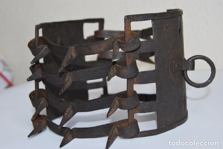 Antigüedades: CARLANCA DE HIERRO FORJADO - COLLAR DE PERRO PROTECCIÓN DE LOS ATAQUES DEL LOBO - CARRANCA - S.XVIII - Foto 14 - 86262596