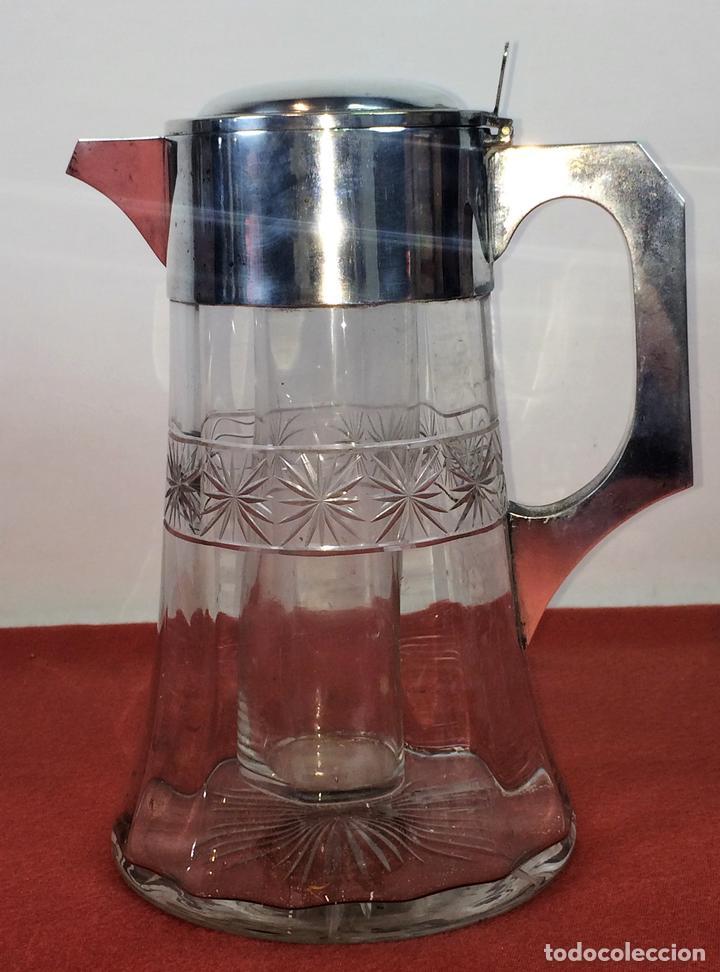 JARRA-ENFRIADOR PARA BEBIDAS. METAL CHAPADO PLATA. CRISTAL. ESPAÑA. CIRCA 1920 (Antigüedades - Platería - Bañado en Plata Antiguo)