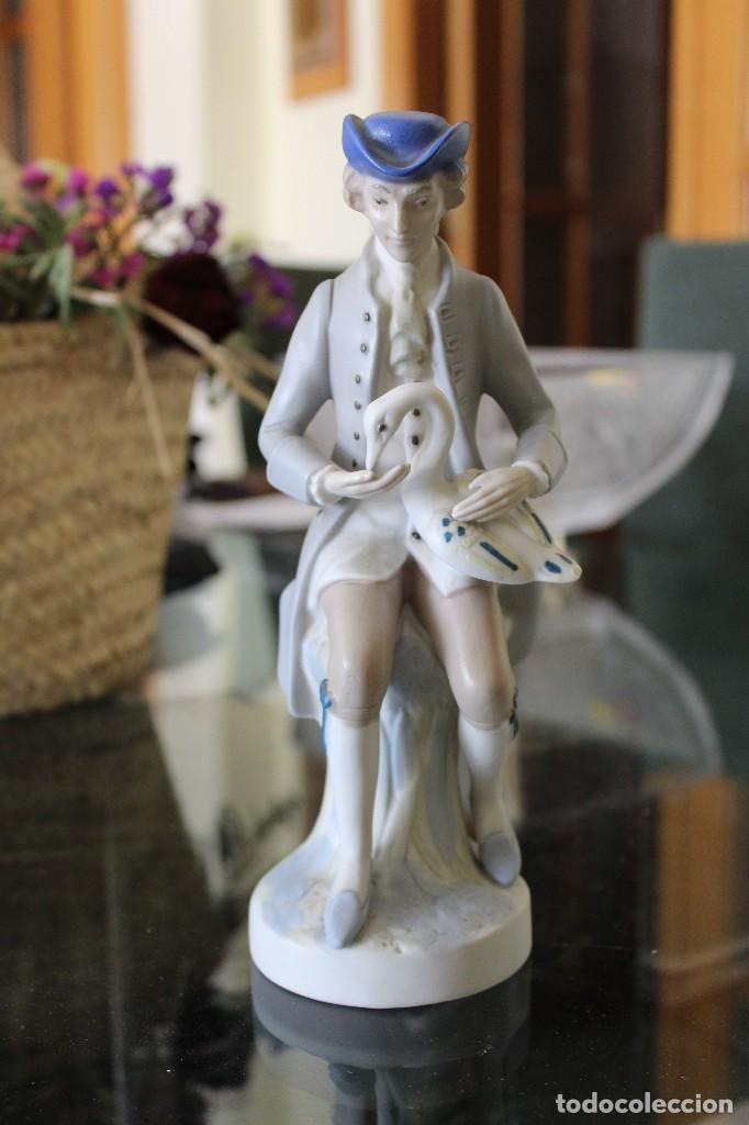 ANTIGUA FIGURA PORCELANA MUJER CON PERRO PALES (Antigüedades - Porcelanas y Cerámicas - Otras)
