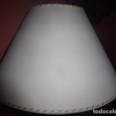 Antigüedades: PANTALLA O TULIPA PARA LAMPARA DE SOBREMESA CON CORDON DECORATIVO. . Lote 86271712