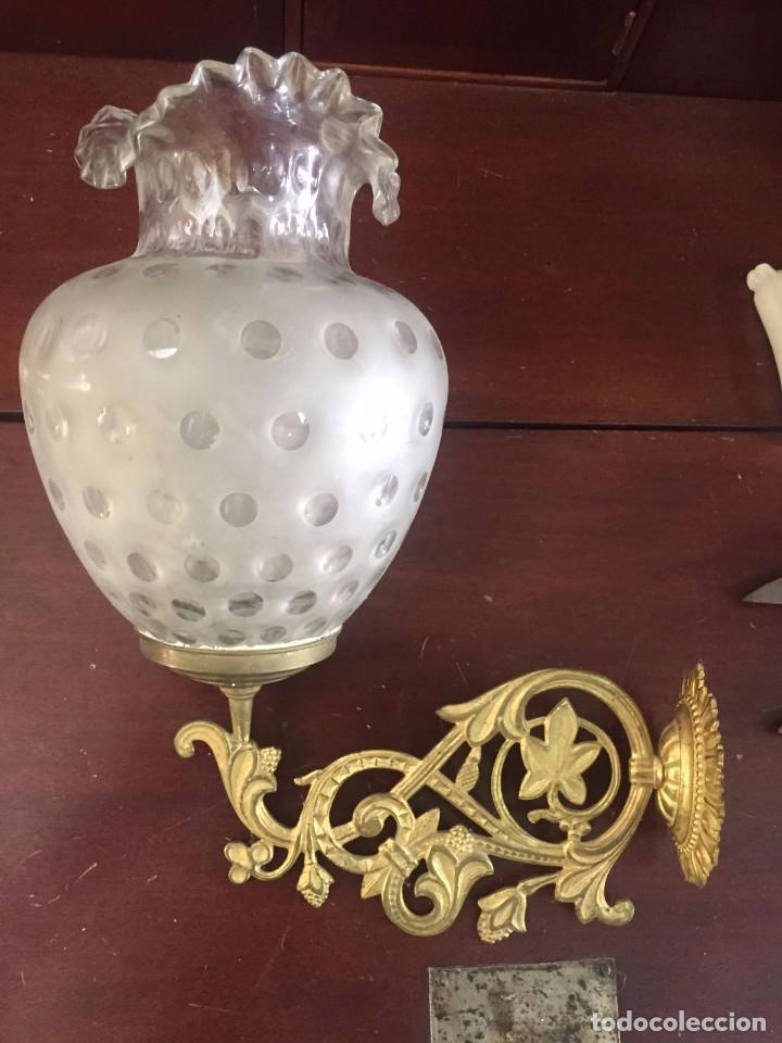 APLIQUE PARA VELA DE BRONCE DORADO Y CRISTAL. S. XIX (Antigüedades - Iluminación - Apliques Antiguos)