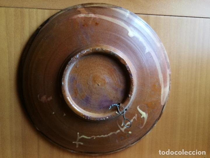 Antigüedades: PLATO CERAMICA VIDRIADA CERAMISTA PUIGDEMONT LA BISBAL..AÑOS 70...PEZ--PECES---28 CM dia...impecable - Foto 4 - 86390964