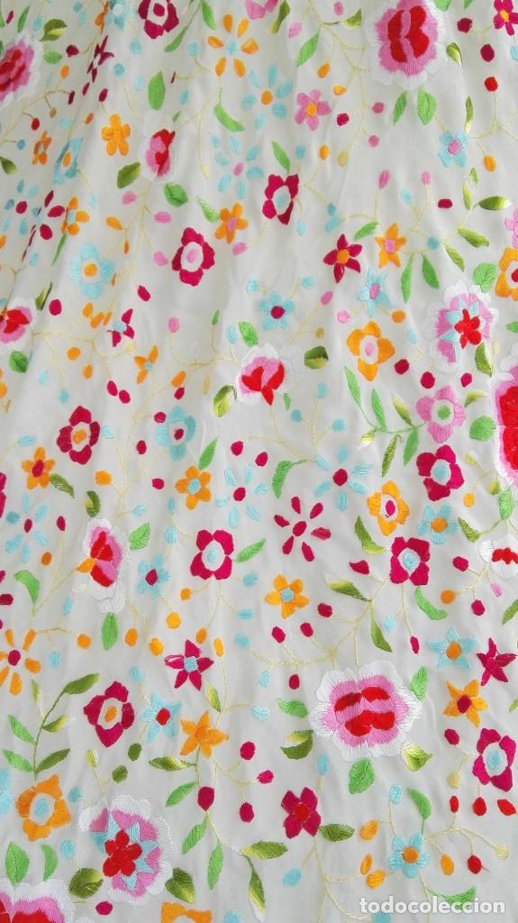 Antigüedades: Bello manton de Manila de seda bordado a mano - Foto 2 - 86402556