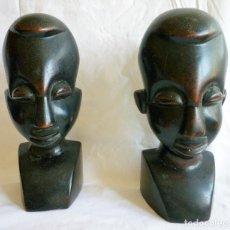 Antigüedades: DOS ESCULTURAS DE ÉBANO HOMBRE Y MUJER CON GRAN DETALLE 21 CMS. ALTURA. Lote 86429376