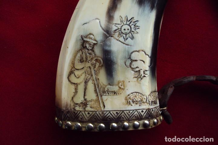 Antigüedades: Polvorera en asta de toro con grabados pastoriles - arte popular - zona de salamanca - Foto 3 - 86441356