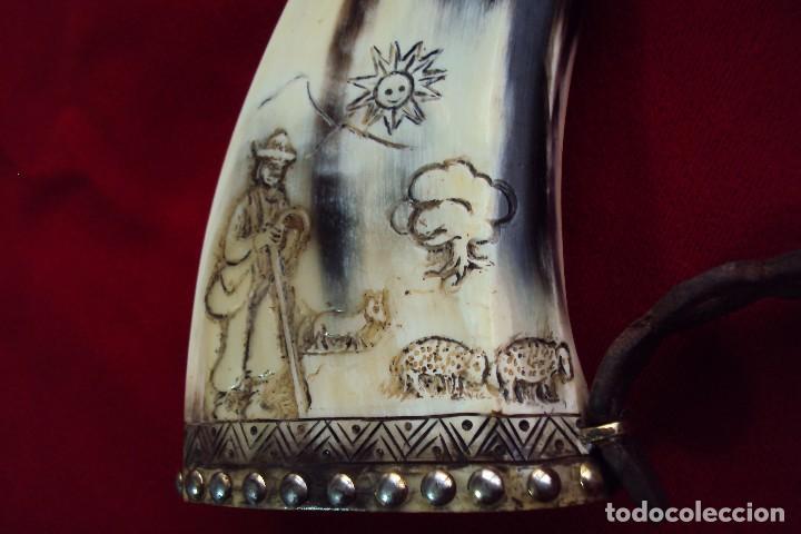Antigüedades: Polvorera en asta de toro con grabados pastoriles - arte popular - zona de salamanca - Foto 8 - 86441356