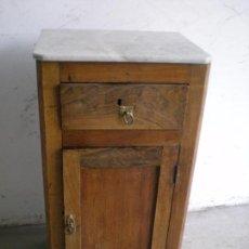 Antigüedades: ANTIGUA MESILLA DE NOCHE DE NOGAL. Lote 86455512