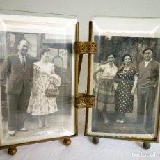 Antigüedades: PORTARETRATOS DOBLE MUY ANTIGUO CON FOTOS DE LA ÉPOCA Y MARAVILLOSOS CRISTALES BISELADOS SANOS. Lote 86455592