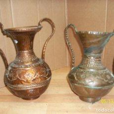 Antiguidades: PAREJA ANTIGUA DE 2 FLOREROS DE COBRE. Lote 86463648