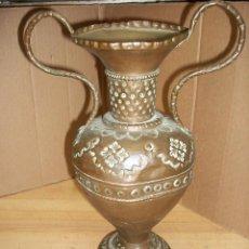 Antigüedades: ANTIGUO FLORERO DE COBRE. Lote 86463772