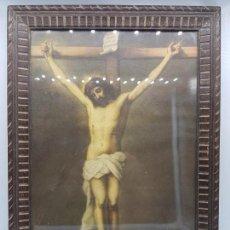 Antigüedades: PRECIOSO CUADRO ANTIGUO DE JESUCRISTO CRUCIFICADO CON MARCO DE MADERA LABRADA.. Lote 86491180