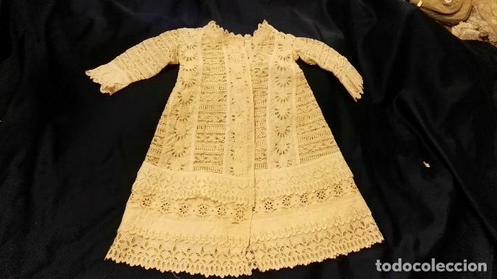 Antigüedades: precioso traje de bebe encaje antiguo cristianar, bautizo, modernista buena condicion para su uso - Foto 3 - 86530604