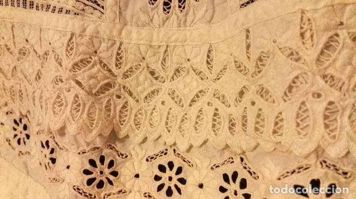 Antigüedades: precioso traje de bebe encaje antiguo cristianar, bautizo, modernista buena condicion para su uso - Foto 9 - 86530604