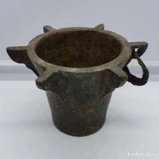 Antigüedades: GRAN MORTERO ALMIREZ ANTIGUO EN BRONCE MACIZO CON 6 COSTILLAS ( POSIBLEMENTE DEL SIGLO XVIII ) .. Lote 86538460