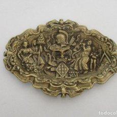 Antigüedades: ANTIGUA BANDEJA - CENTRO DE MESA - BRONCE, CINCELADO - ESCUDO DE BARCELONA - PRINCIPIOS S. XX. Lote 86555632