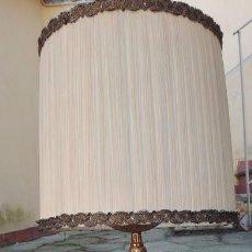 Antigüedades: LÁMPARA DE MESA ITALIANA CON PIE DE BRONCE AÑOS 50 / 50'S ITALIAN BRONZE TABLE LAMP. Lote 86561548