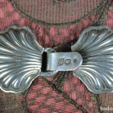 Antigüedades: CIERRE CAPA DE PLATA. Lote 86568280