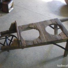 Antigüedades - carretilla en madera y rueda en hierro para llevar cántaros - 86611288