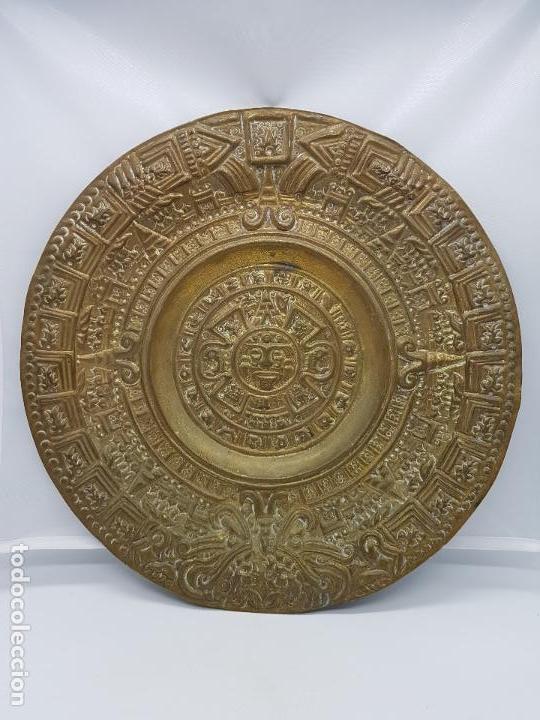 GRAN CALENDARIO SOLAR ANTIGUO AZTECA EN BRONCE CON RELIEVES PARA COLGAR. (Antigüedades - Hogar y Decoración - Otros)