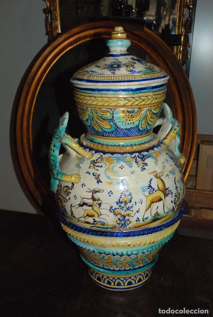ESPECTACULAR CENTRO ANTIGUO DE CERÁMICA TRIANA (Antigüedades - Porcelanas y Cerámicas - Triana)