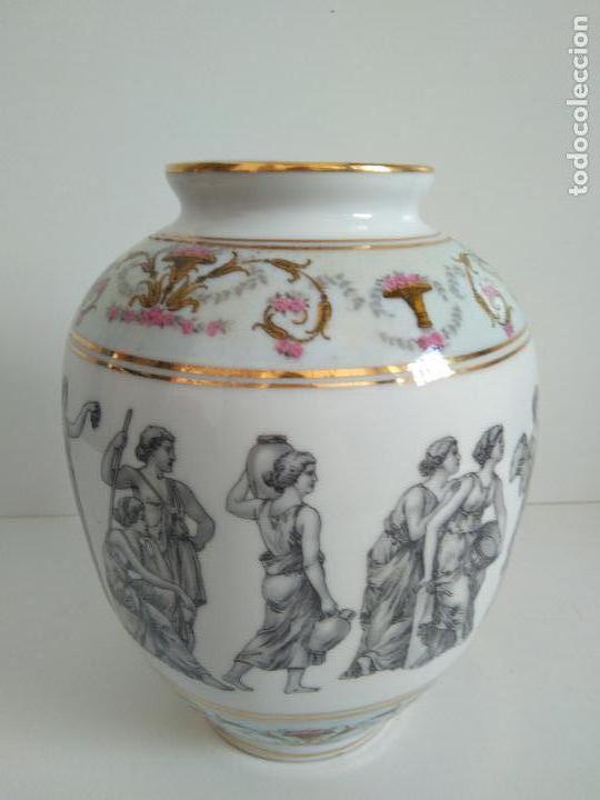 JARRÓN SEVE CON PASTAS Y ESMALTES DE LIMOGES. MOTIVOS GRIEGOS. (Antigüedades - Porcelana y Cerámica - Francesa - Limoges)