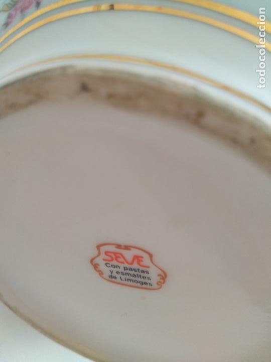 Antigüedades: Jarrón Seve con pastas y esmaltes de Limoges. Motivos griegos. - Foto 3 - 86624388