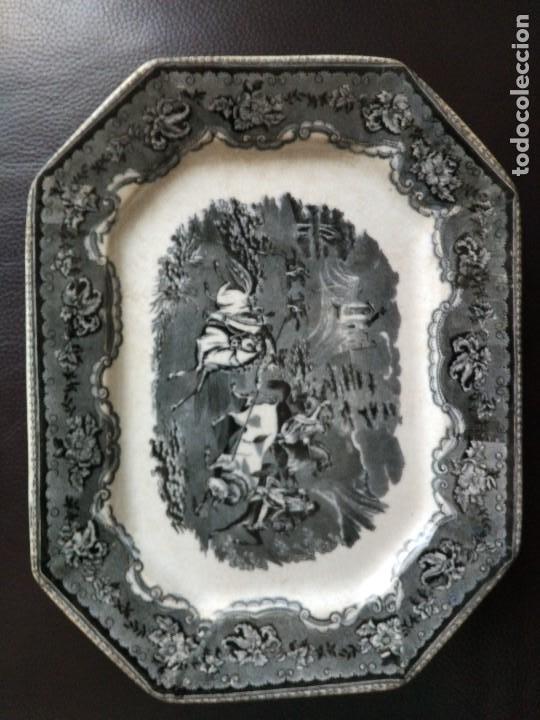BANDEJA CARTAGENA 35 X 27 ESCENA DE CAZA (Antigüedades - Porcelanas y Cerámicas - Cartagena)