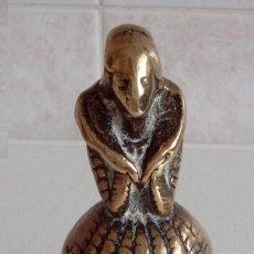 Antigüedades: ANTIGUA CAMPANILLA CAMPANA DE MANO EN BRONCE MACIZO FIGURA DE UNA MUJER DE EPOCA PRINCIPIOS S.XIX. Lote 86638448
