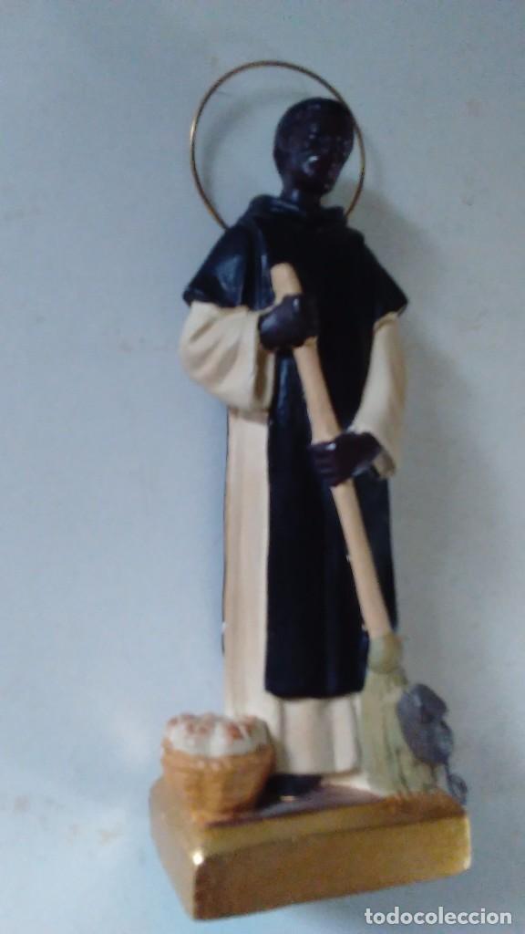 Antigüedades: Figura de San Martín de Porres con la escoba, el pan y el ratón. - Foto 3 - 86715932