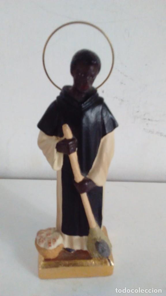 Antigüedades: Figura de San Martín de Porres con la escoba, el pan y el ratón. - Foto 5 - 86715932