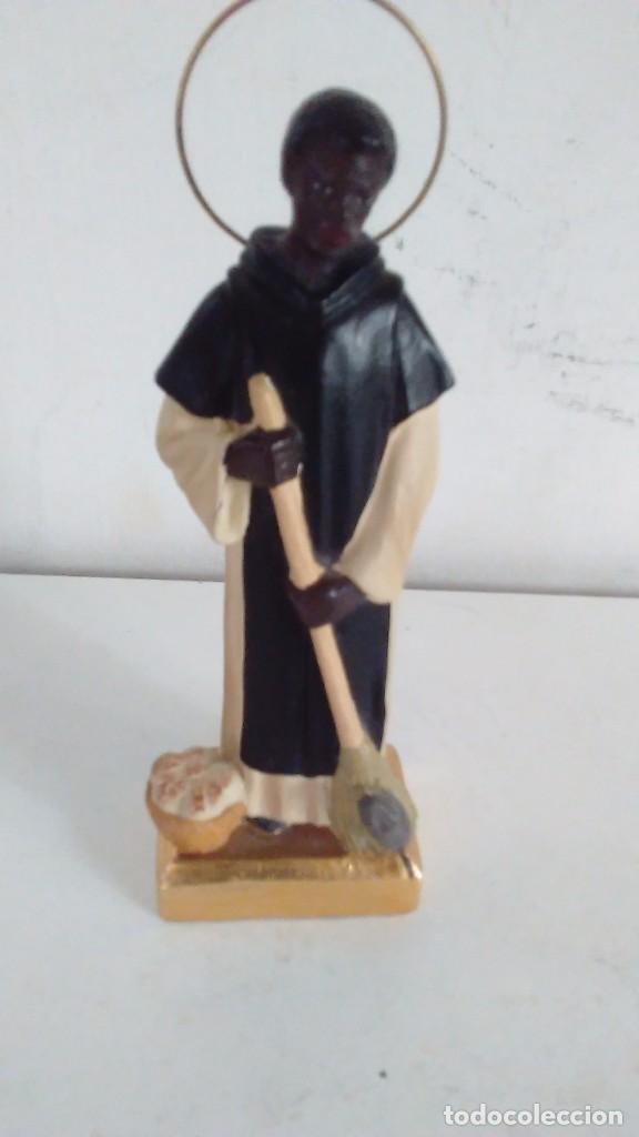 Antigüedades: Figura de San Martín de Porres con la escoba, el pan y el ratón. - Foto 6 - 86715932