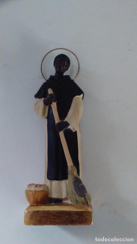 Antigüedades: Figura de San Martín de Porres con la escoba, el pan y el ratón. - Foto 14 - 86715932