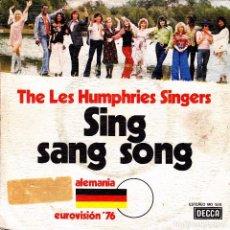 Discos de vinilo: THE LES HUMPHRIES SINGERS - SING SANG SONG + SENTADO EN EL VIEJO PIANO EUROVISION 1976 SPAIN SINGLE . Lote 86726220