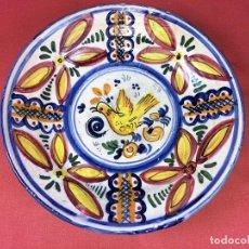 Antigüedades: PLATO, CERÁMICA ESMALTADA A MANO. MANISES. ESPAÑA. CIRCA 1920. Lote 86726704