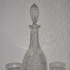 Antigüedades: BOTELLA Y 2 VASOS DE CRISTAL DE BACCARAT.. Lote 86739624