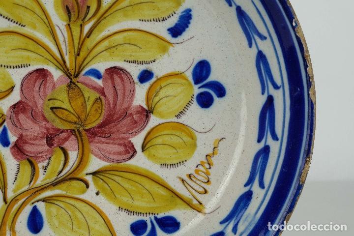 Antigüedades: Plato en cerámica de Manises colores finales siglo XIX - Foto 3 - 86835700