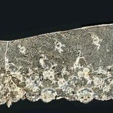 Antigüedades: GRAN TIRA DE TUL BORDADO Y LENTEJUELAS DORADAS - S. XIX - XX. Lote 86842252