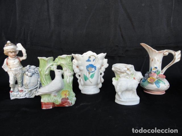 LOTE DE 5 BONITOS PALILLEROS DE PORCELANA O BISCUIT. (Antigüedades - Porcelanas y Cerámicas - Otras)