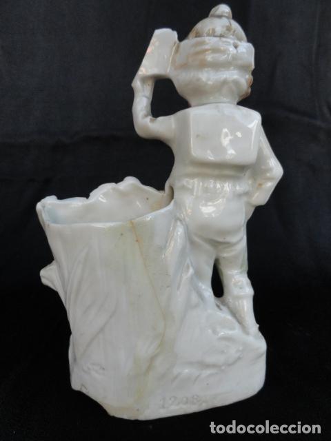 Antigüedades: LOTE DE 5 BONITOS PALILLEROS DE PORCELANA O BISCUIT. - Foto 10 - 86852552
