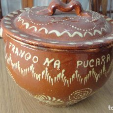 Antigüedades: OLLA DE BARRO VIDRIADO DECORADO.FRANGO NA PUCARA.ALFARERIA POPULAR PORTUGAL.. Lote 86904404