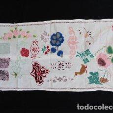 Antigüedades: TAPETE MOSTRUARIO DE BORDADOS.. Lote 86950672
