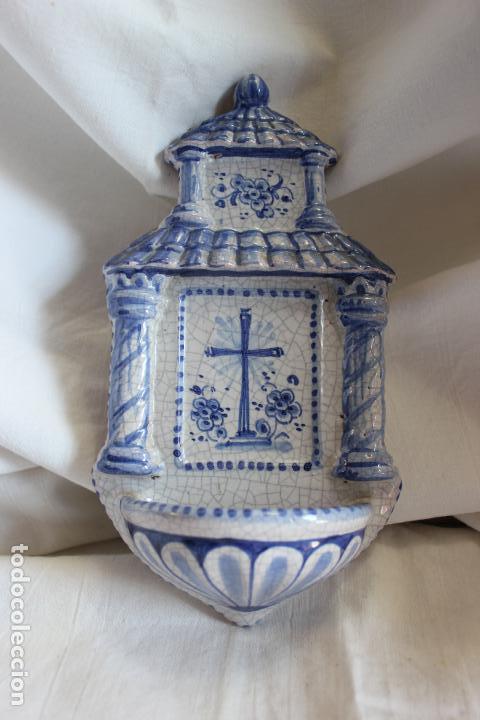 BENDITERA DE CERAMICA PINTADA A MANO. 22 X 12 CMS (Antigüedades - Religiosas - Benditeras)