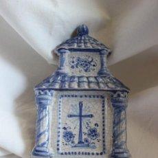 Antigüedades: BENDITERA DE CERAMICA PINTADA A MANO. 22 X 12 CMS. Lote 86955196