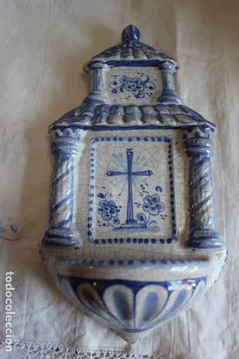 Antigüedades: BENDITERA DE CERAMICA PINTADA A MANO. 22 X 12 CMS - Foto 2 - 238676795