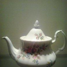 Tetera porcelana inglesa Royal Albert ,coleccion MOSS ROSE ,1956 sellada