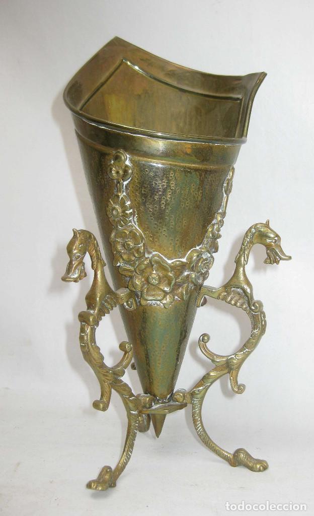 PRECIOSO JARRON FLORERO EN BRONCE Y DRAGONES, FRANCIA CIRCA 1920 ESTILO IMPERIO SELLADA (Antigüedades - Hogar y Decoración - Floreros Antiguos)