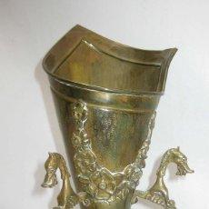 Antigüedades: PRECIOSO JARRON FLORERO EN BRONCE Y DRAGONES, FRANCIA CIRCA 1920 ESTILO IMPERIO SELLADA. Lote 86985744