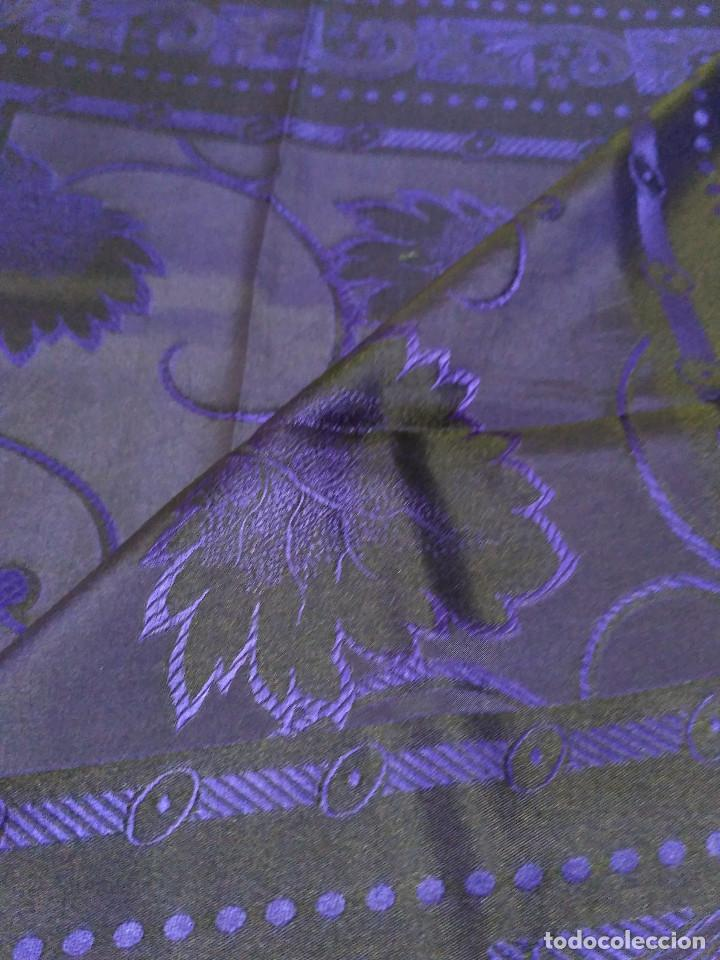Antigüedades: Pañuelo de seda adamascado. Indumentaria tradicional. - Foto 4 - 86998988